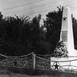 Обелиск на братской могиле красногвардейцев отряда М.С. Кадомцева